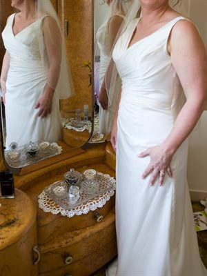 Wendy Makin – Size 14 Polyester dress | Second hand wedding dresses Wakerley - Size 14