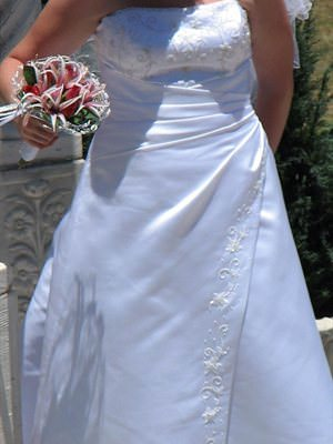 Size 16 dress | Second hand wedding dresses Deception Bay - Size 16