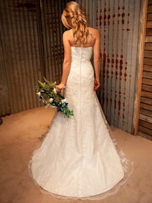 Brocade dress – Size 8 A-Line dress | Second hand wedding dresses Yallourn North - 2