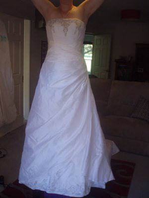 Bella Donna – Size 10  dress | Second hand wedding dresses Duntroon - Size 10