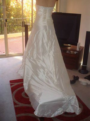 Bella Donna – Size 10  dress | Second hand wedding dresses Duntroon - 2