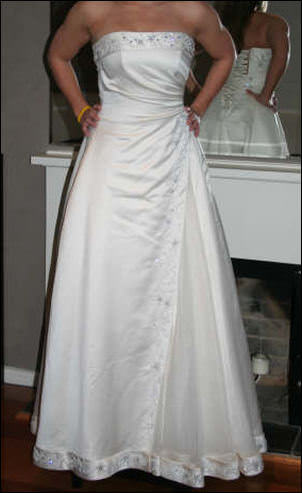 Maggie Sottero – Size 10 Satin dress | Second hand wedding dresses South Croydon - Size 10