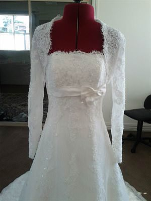 Pronovias – Size 8 Lace dress | Second hand wedding dresses Berwick - Size 8