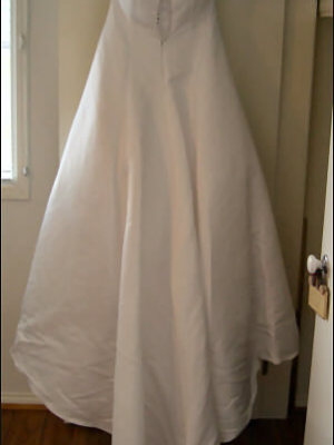 Suzanne Harward – Size 14 Satin dress | Second hand wedding dresses Attwood - 2