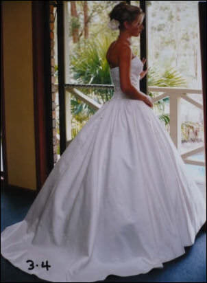 Fiorenza – Size 8 Silk dress | Second hand wedding dresses Mount Crosby - Size 8