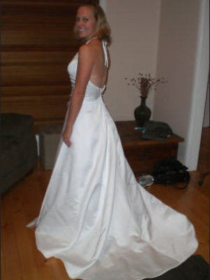 Luelle Bridal – Size 8 Satin dress | Second hand wedding dresses Panania or Central Coast - 2