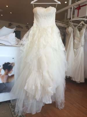 Vera Wang – Size 8 A-Line dress | Second hand wedding dresses Surrey Hills - 2