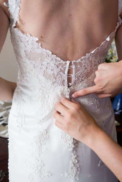 Lace dress – Size 10 Fishtail dress | Second hand wedding dresses Fraser Coast - 3