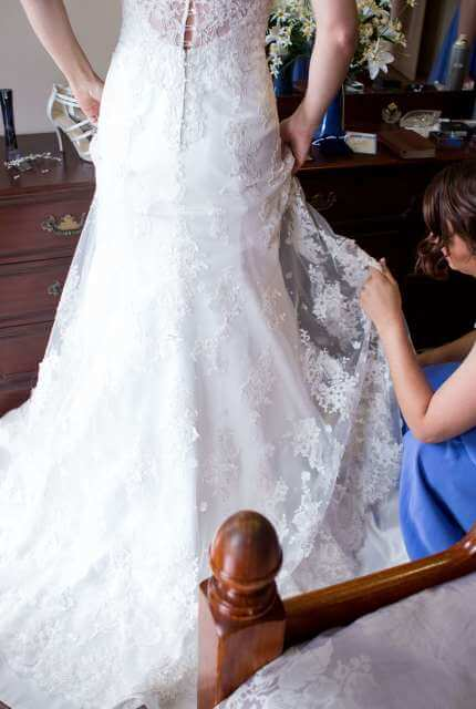 Lace dress – Size 10 Fishtail dress | Second hand wedding dresses Fraser Coast - 4