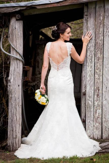 Lace dress – Size 10 Fishtail dress | Second hand wedding dresses Fraser Coast - Size 10