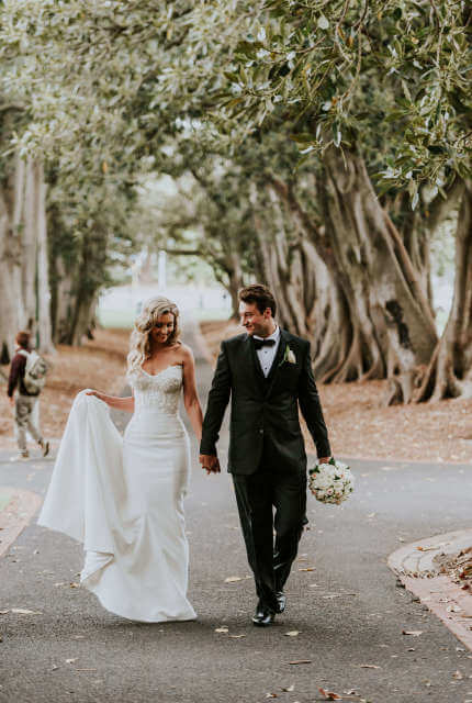 Alin Le' Kal – Size 10 Fit and Flare dress   Second hand wedding dresses Melbourne - 4