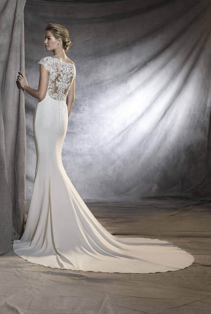 Pronovias – Size 6 Fishtail dress | Second hand wedding dresses Upper Ferntree Gully - 5