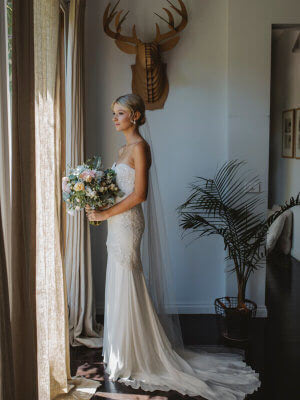 Karen Willis Holmes – Size 6 Fit and Flare dress | Second hand wedding dresses Tecoma - 2