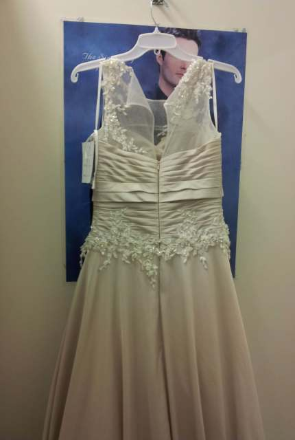 Jean Fox – Size 8 A-Line dress | Second hand wedding dresses Speers Point - 12