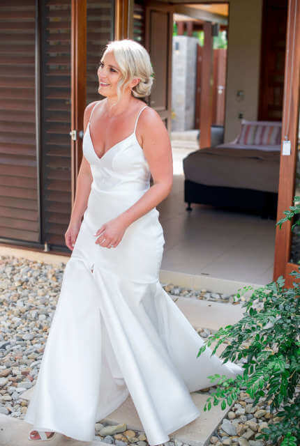 Karen Willis Holmes – Size 10 Fit and Flare dress | Second hand wedding dresses Montrose - 2