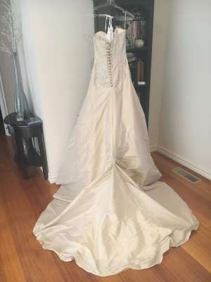 Maggie Sottero – Size 6 Fit and Flare dress | Second hand wedding dresses Kilsyth - 5
