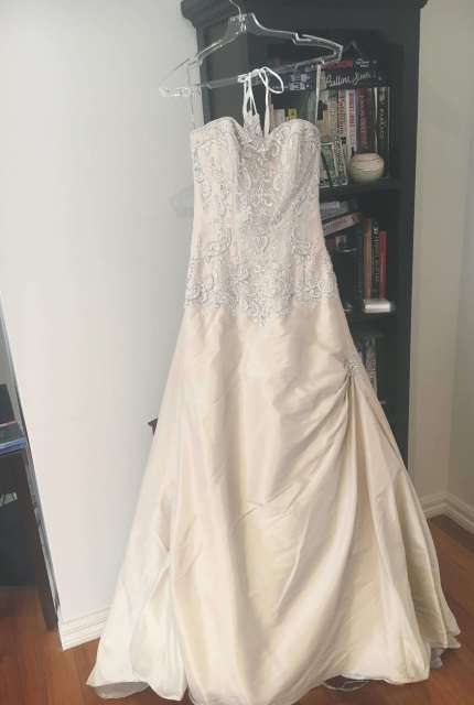 Maggie Sottero – Size 6 Fit and Flare dress | Second hand wedding dresses Kilsyth - 6