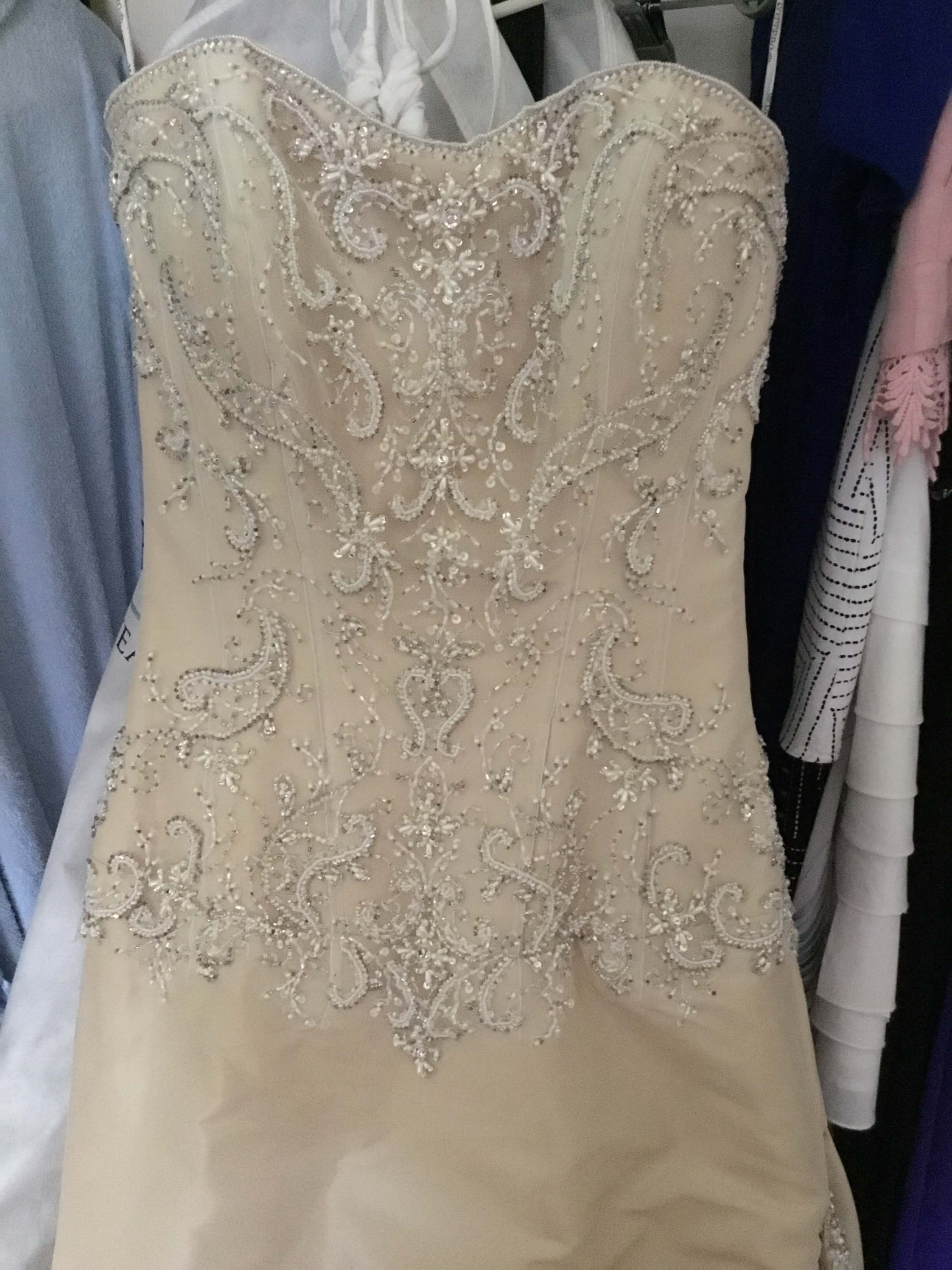 Maggie Sottero – Size 6 Fit and Flare dress | Second hand wedding dresses Kilsyth - Size 6