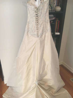 Maggie Sottero – Size 6 Fit and Flare dress | Second hand wedding dresses Kilsyth - 8