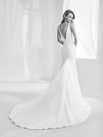 Pronovias – Size 8 Fit and Flare dress | Second hand wedding dresses Ferntree Gully - 2