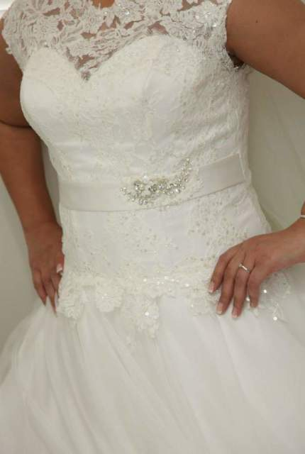 True Love Bridal – Size 14 Ball Gown dress | Second hand wedding dresses Earlwood - 3