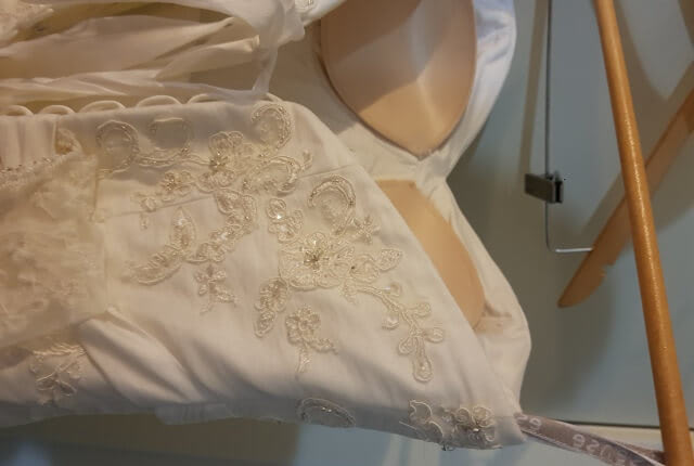 Essense of Australia – Size 12 Empire dress | Second hand wedding dresses Tarneit - 5