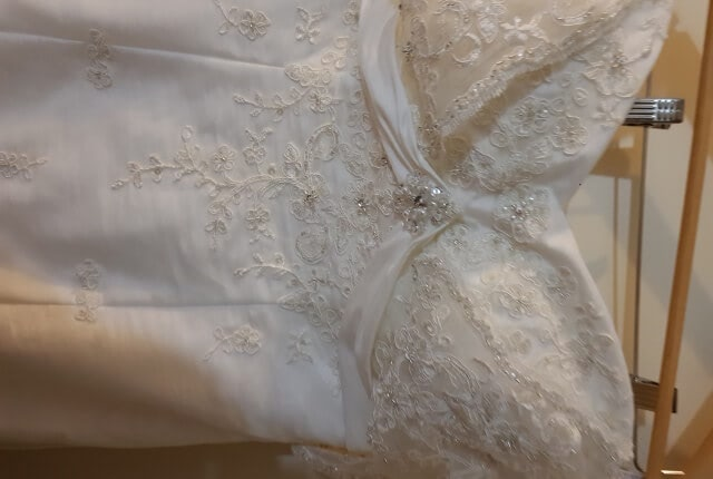 Essense of Australia – Size 12 Empire dress | Second hand wedding dresses Tarneit - 4
