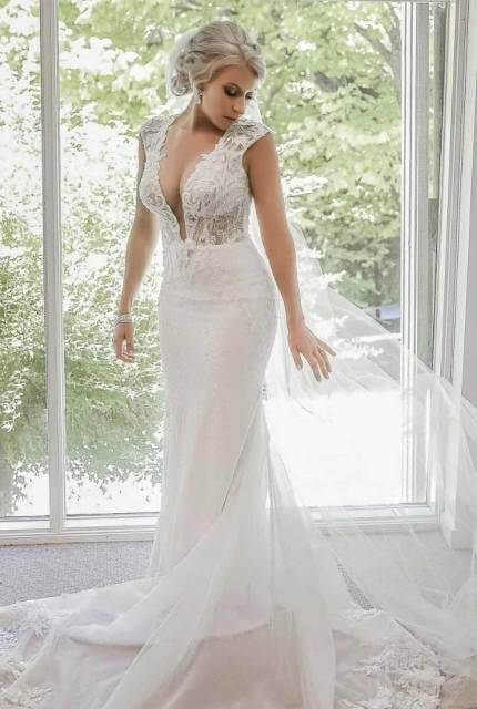 Berta – Size 10 Fit and Flare dress | Second hand wedding dresses Doreen - 3