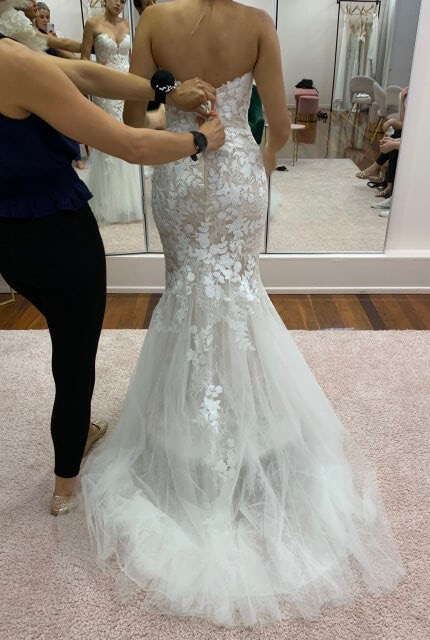 Enzoani – Size 8 Fishtail dress | Second hand wedding dresses Beverly Hills - 3
