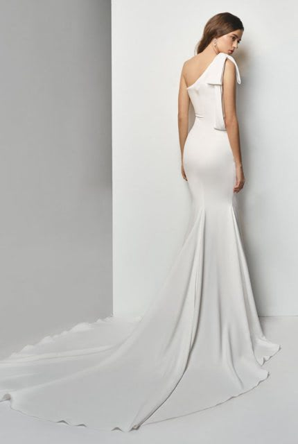 Enzoani – Size 6 Fishtail dress | Second hand wedding dresses GROVEDALE - Size 6