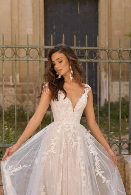 Luv Bridal – Size 14 A-Line dress | Second hand wedding dresses Yallambie - Size 14