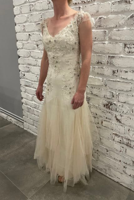 Sarah Janks – Size 6 Fit and Flare dress   Second hand wedding dresses St George - 2