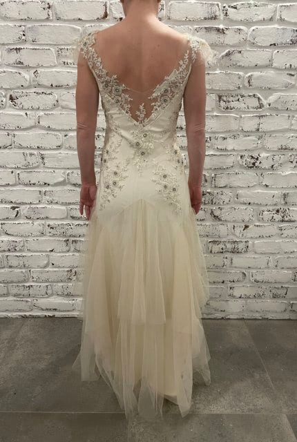 Sarah Janks – Size 6 Fit and Flare dress   Second hand wedding dresses St George - 3