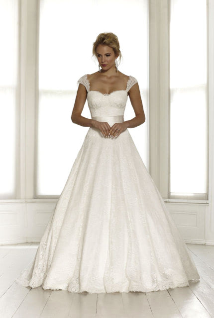 Sassi Holford – Size 12 Ball Gown dress   Second hand wedding dresses Lennah Valley - Size 12
